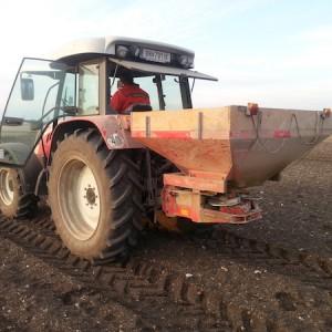 Ausbringen  Bodenaktivator im Agrarbereich(2)